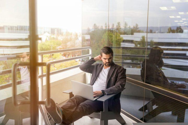 Как неадекватная самооценка мешает руководителям искать работу